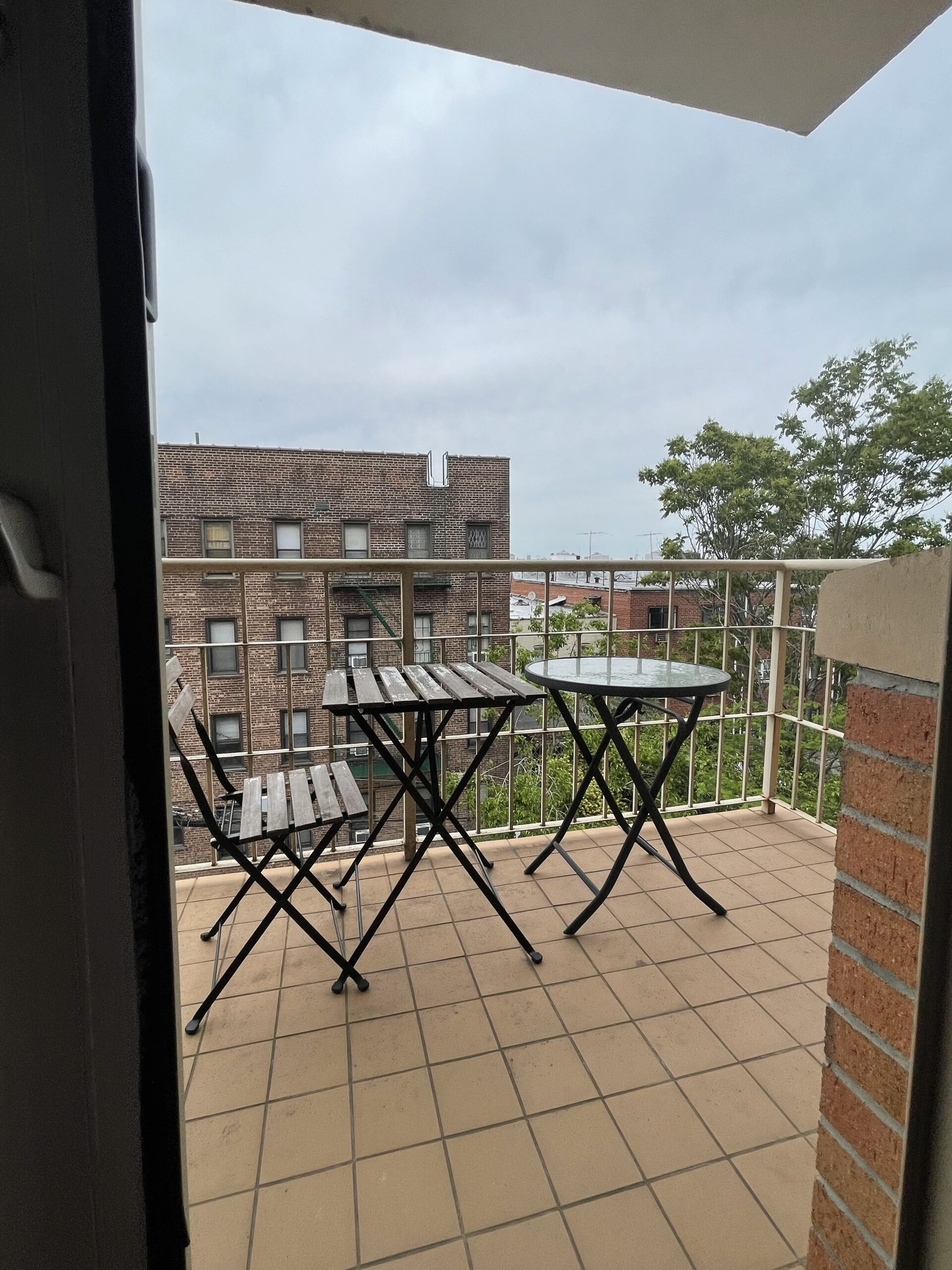 NO FEE – Luxury 1 Bedroom Apartment with private Balcony